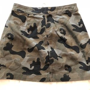 Divided H& M Camo Skirt Size 8